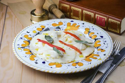 Джирасоле с куриным мясом в шалфейном соусе с печеным перцем