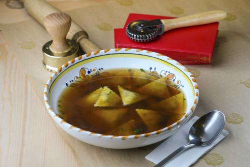 Грибной бульон и пансотти с начинкой из грибов и сыра таледжио