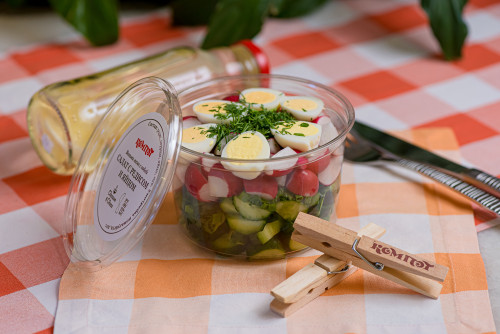 Салат с редисом,огурцом и яйцом