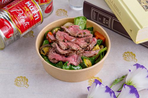 Салат с сочным ростбифом и обожжёнными овощами