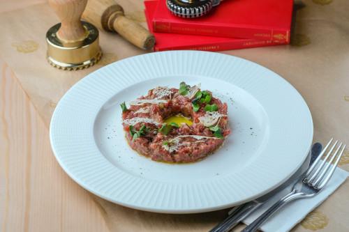 Тартар из телятины с заправкой из сицилийских анчоусов
