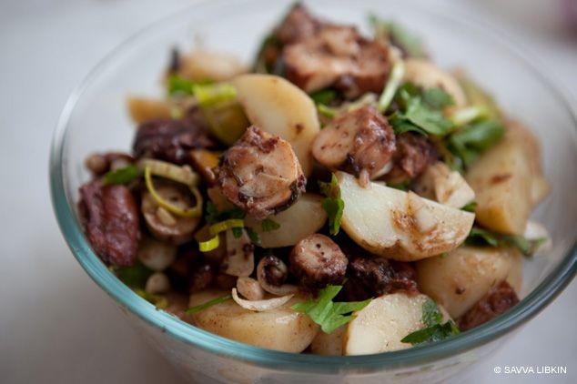 Салат из осьминога с сорокадневкой из Роксолан
