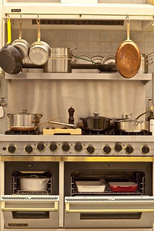 Далеко не полная комплектация домашней кухни.